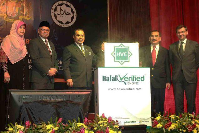 Launch of the Halal Verified Engine (HVE) – (from left): Hjh. Hakimah Mohd Yusoff (Director Halal Hub Division of JAKIM), Dato' Haji Othman bin Mustapha (Director General of JAKIM), Major General Dato' Seri Jamil Khir bin Haji Baharom (Minister in the Prime Minister's Department), Tuan Haji Muhadzir Mohd Isa (Chairman of DagangHalal Berhad), and Carlos Lacerda (Managing Director, Microsoft Malaysia). | Image credit: JAKIM