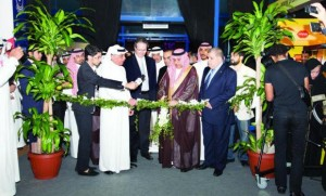 Khalid bin Mohammed Al-Fuhaid, deputy minister of agriculture, cuts the ribbon at the inaugural ceremony of FoodEx Saudi 2013. | Source: HalalFocus